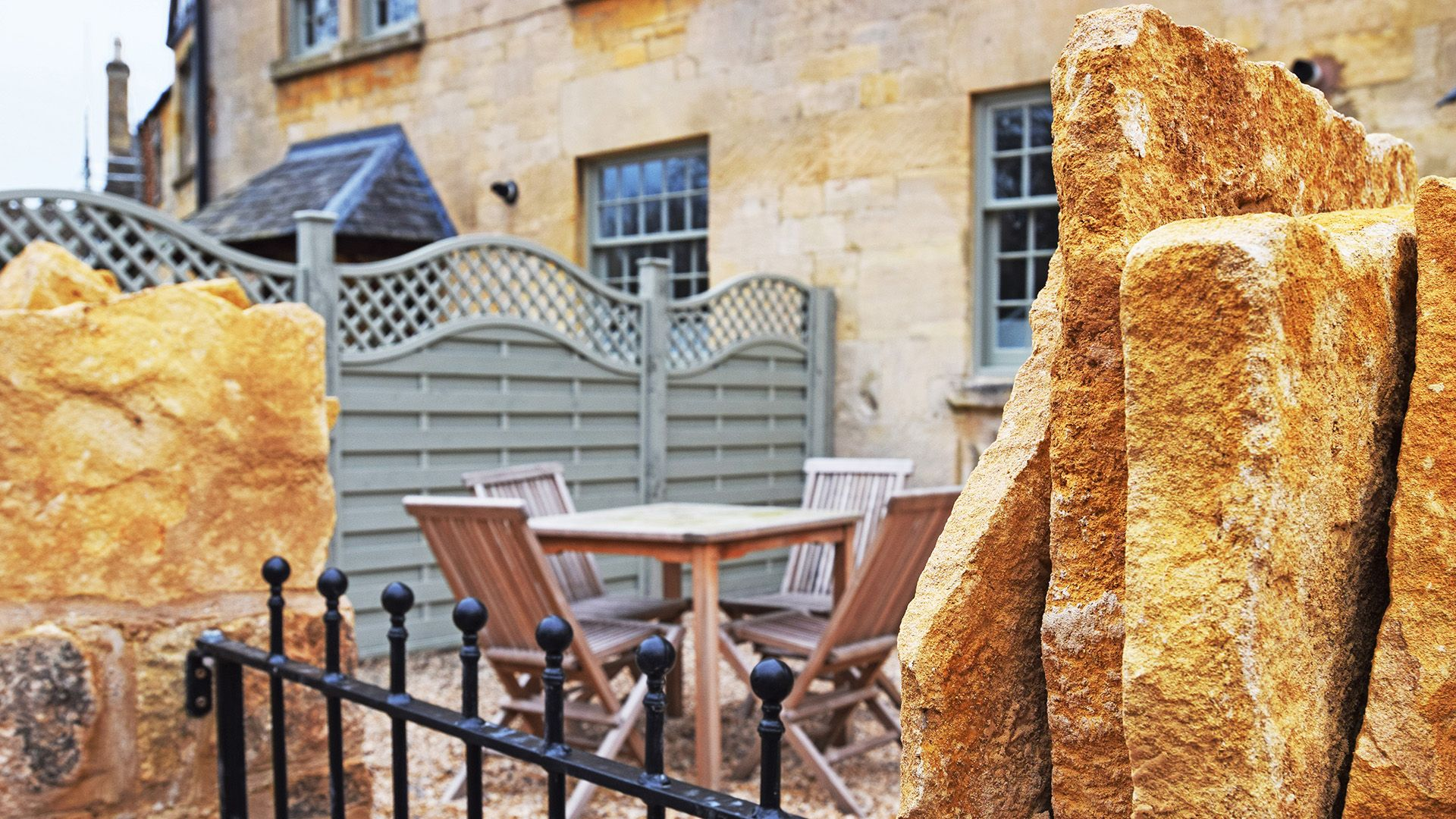 Front courtyard, Princess Elizabeth at Sudeley Castle, Bolthole Retreats