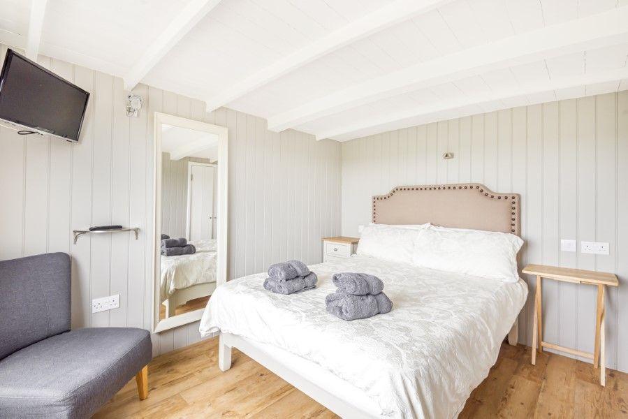Neptune | Bedroom 1