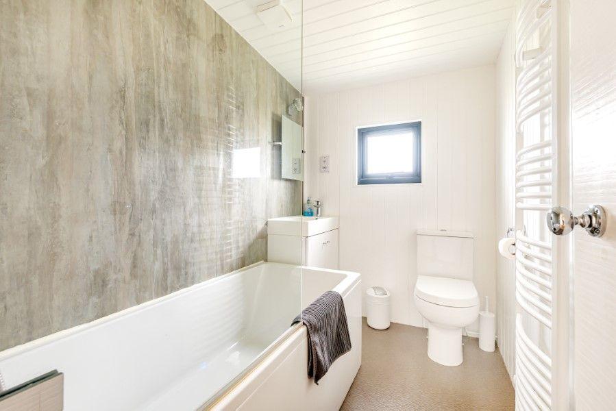 Neptune | Bathroom