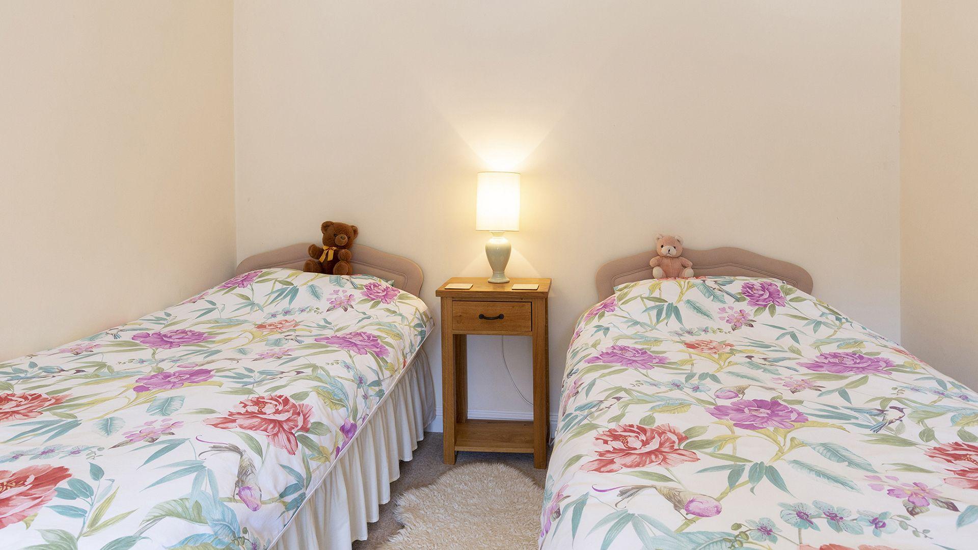 Bedroom 2, Sundial Cottage, Bolthole Retreats