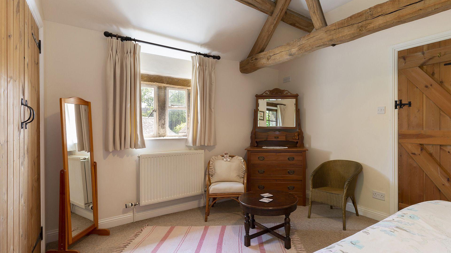 Bedroom 1, Sundial Cottage, Bolthole Retreats