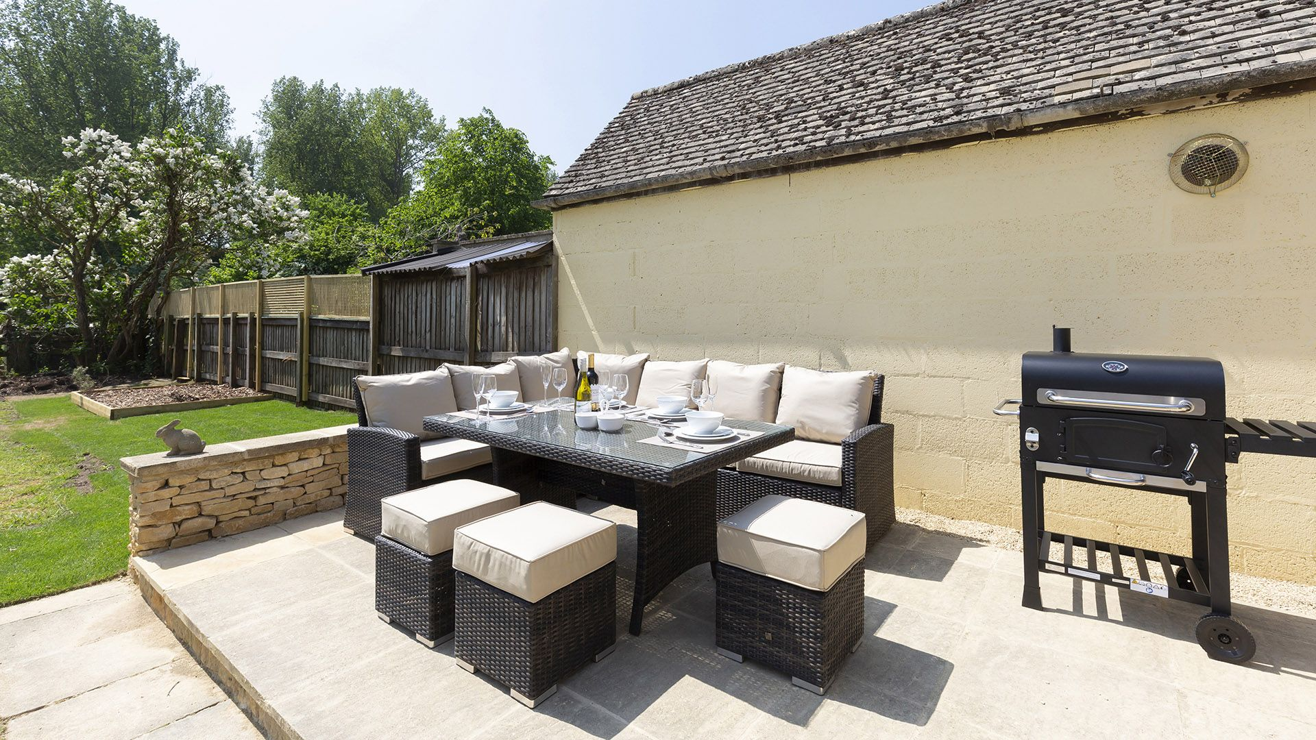 Patio area with seating and bbq, South Winds, Bolthole Retreats