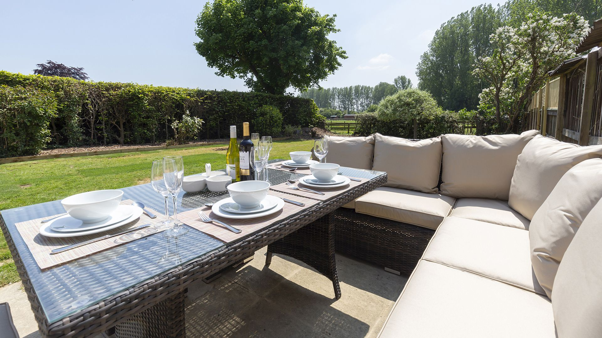 Patio and seating, South Winds, Bolthole Retreats