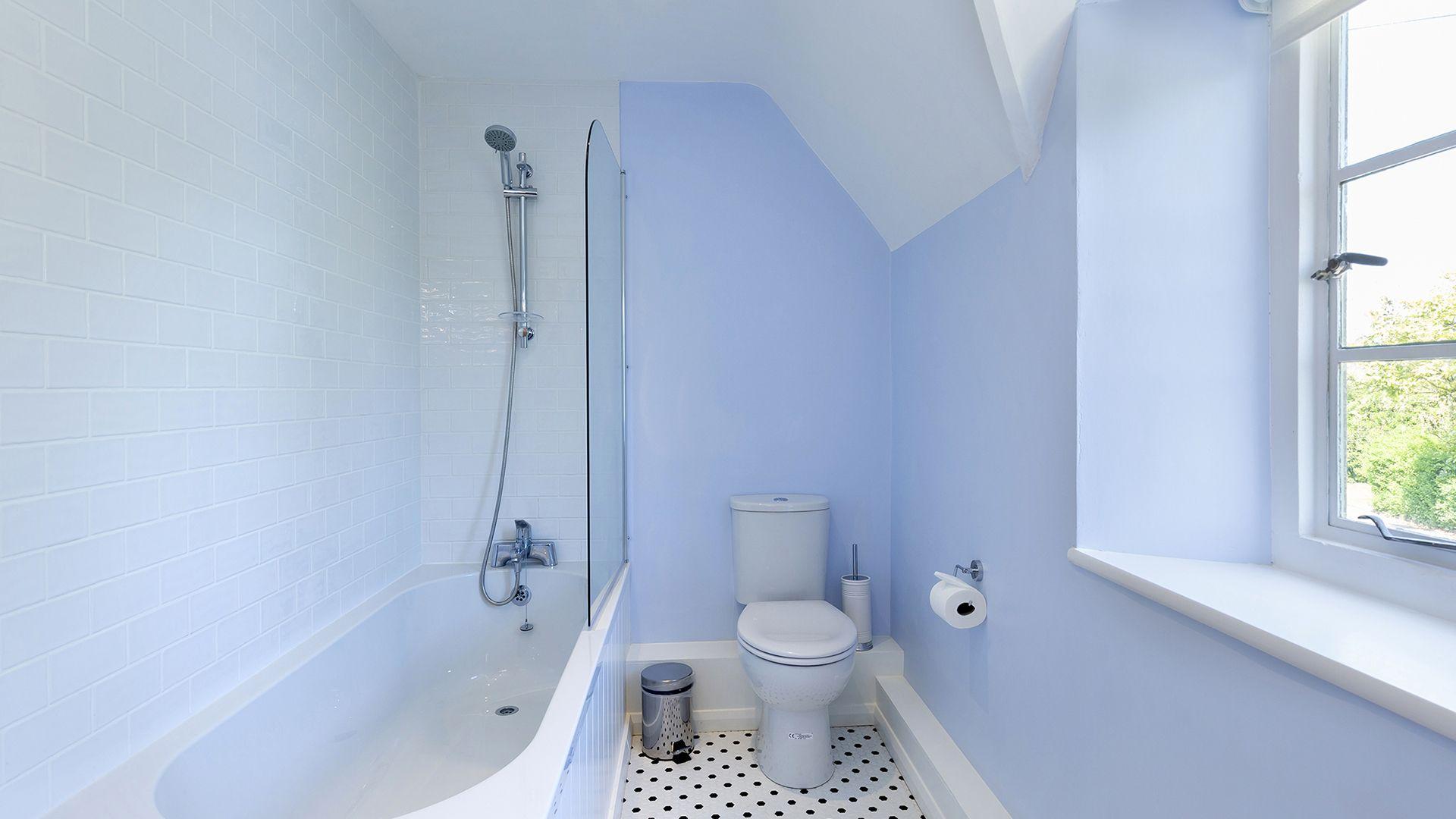 En-suite to bedroom 2, South Winds, Bolthole Retreats