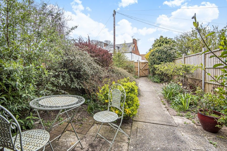 Old Hunny Cottage | Front garden