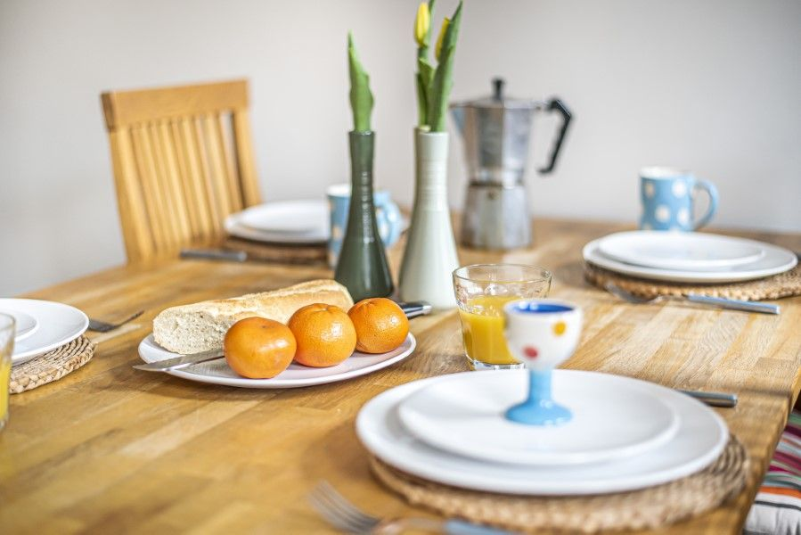 Old Hunny Cottage | Dining table