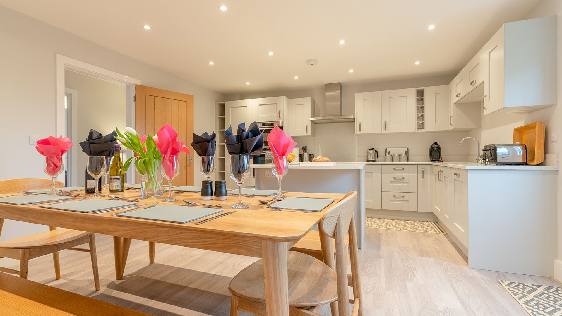 Kitchen with dining table, Maple House, Bolthole Retreats