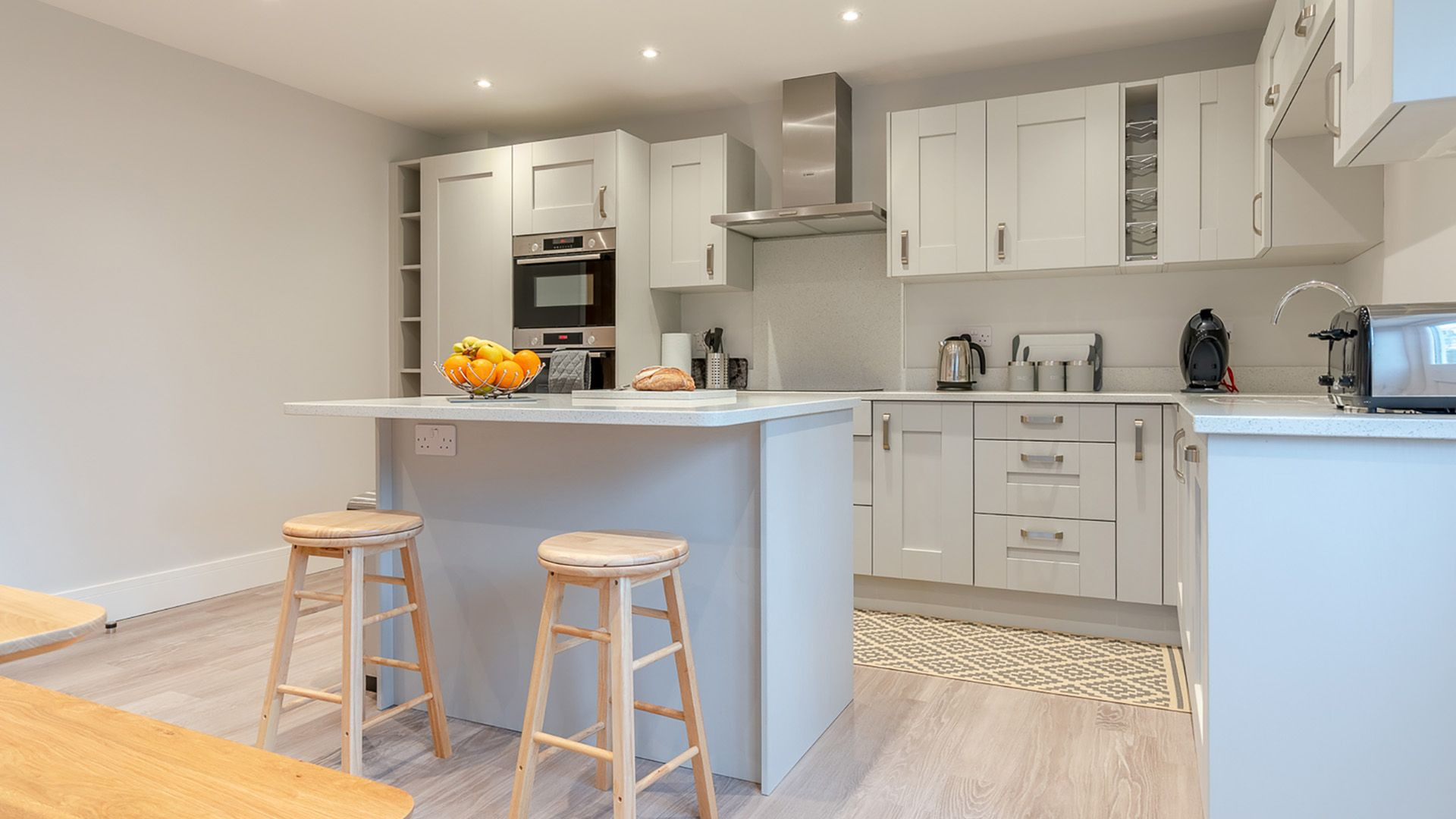 Kitchen with island, Maple House, Bolthole Retreats
