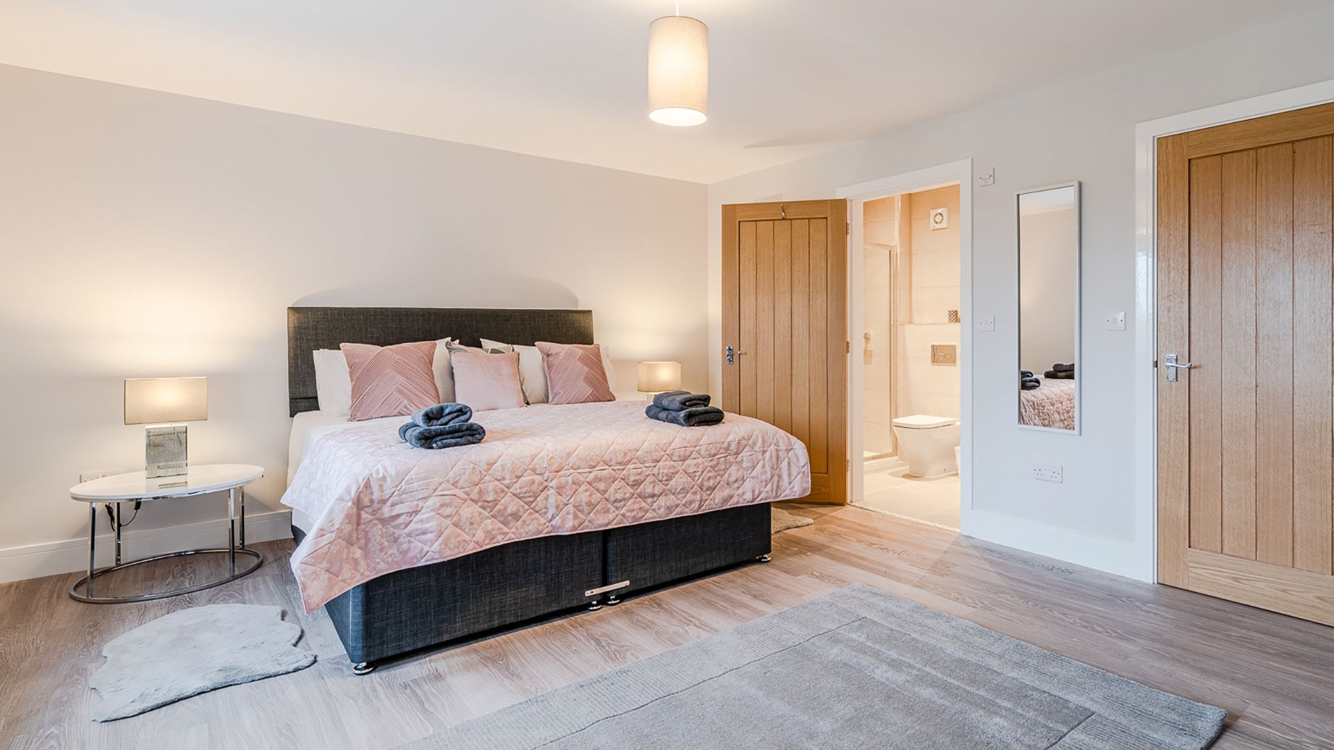Bedroom 2: zip and link super king-size with en-suite, Maple House, Bolthole Retreats