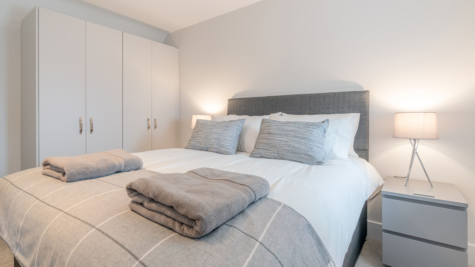 Bedroom 3: with king-size bed and en-suite, Maple House, Bolthole Retreats