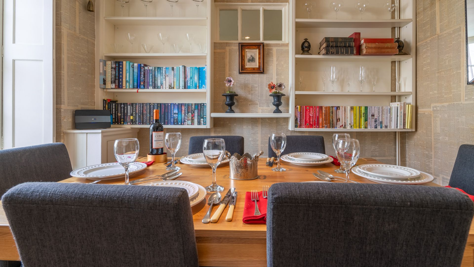 Dining room,  Candlemaker's Cottage, Bolthole Retreats