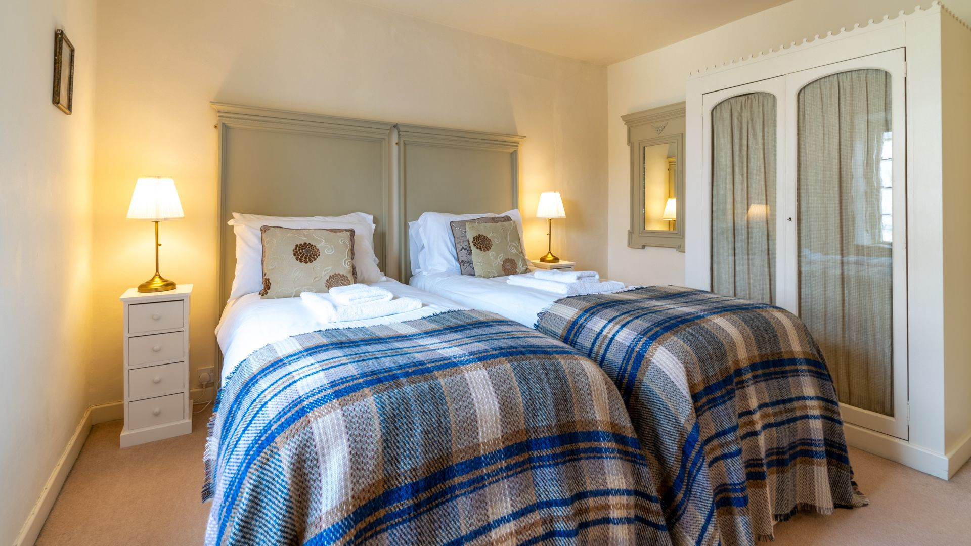 Bedroom 1, twin,  Candlemaker's Cottage, Bolthole Retreats