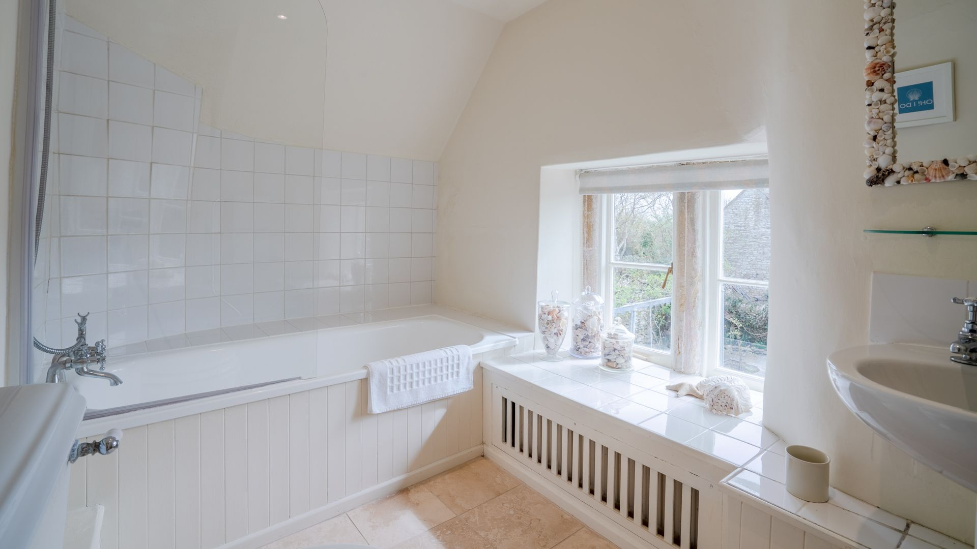 Family bathroom,  Candlemaker's Cottage, Bolthole Retreats