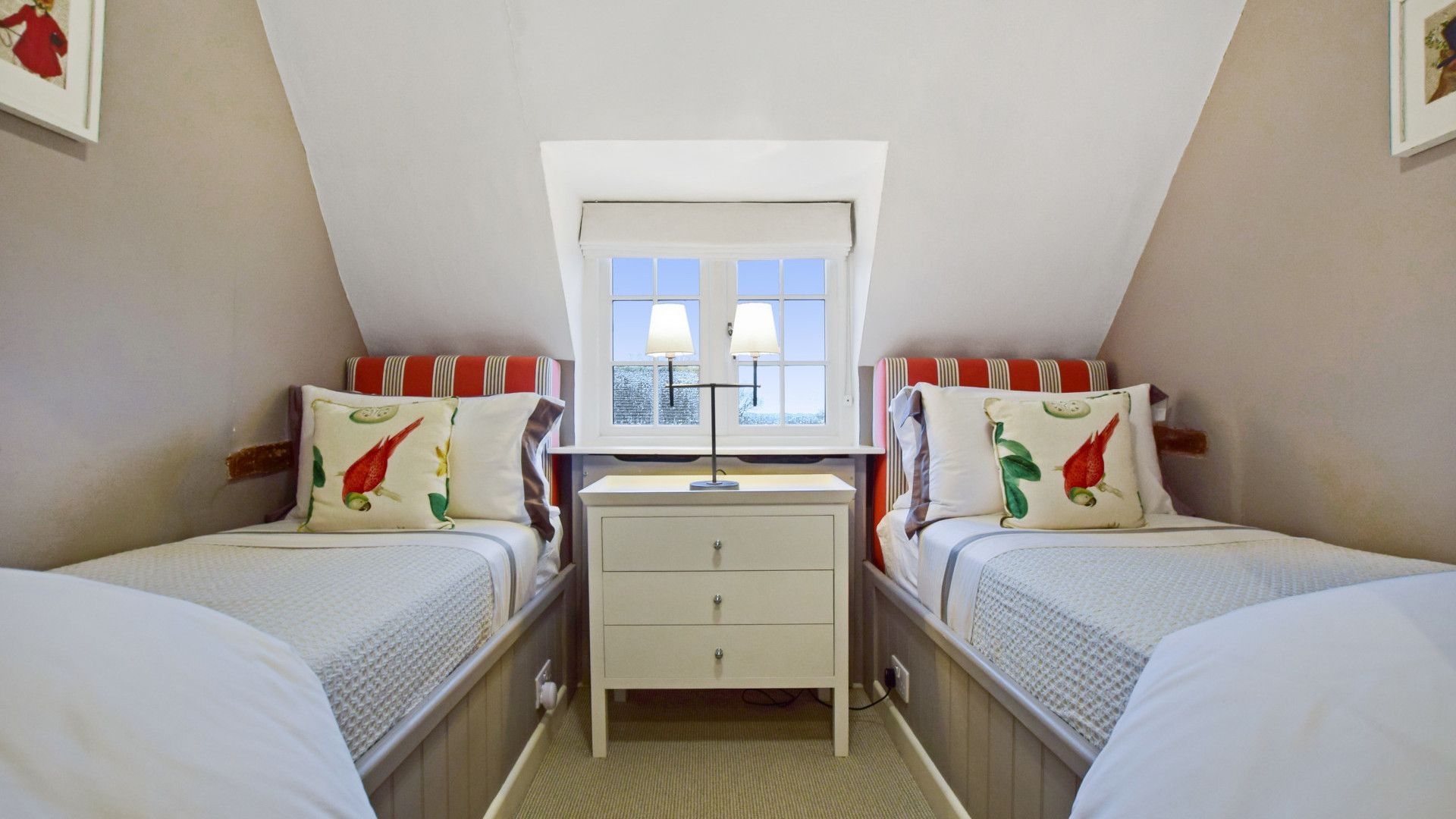 Bedroom 3, Twin, Thatch Cottage, Bolthole Retreats