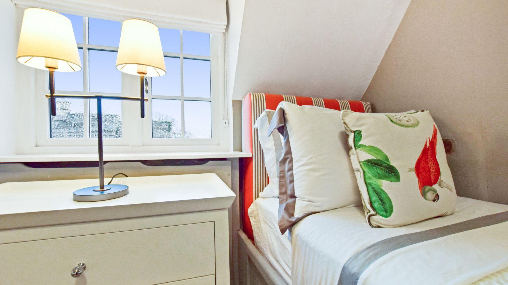 Bedroom 3, Thatch Cottage, Bolthole Retreats