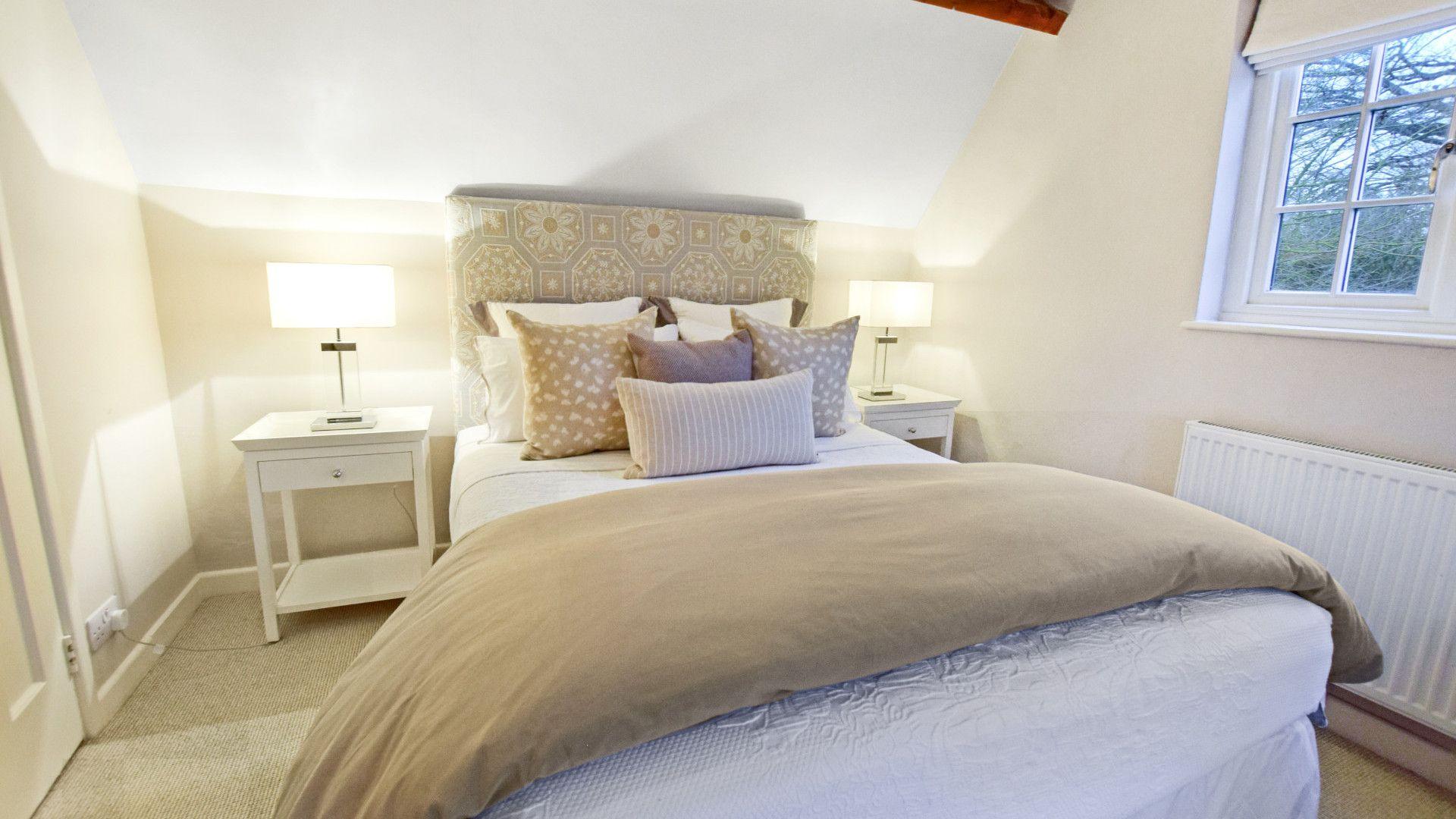 Bedroom 2, king-size, Thatch Cottage, Bolthole Retreats