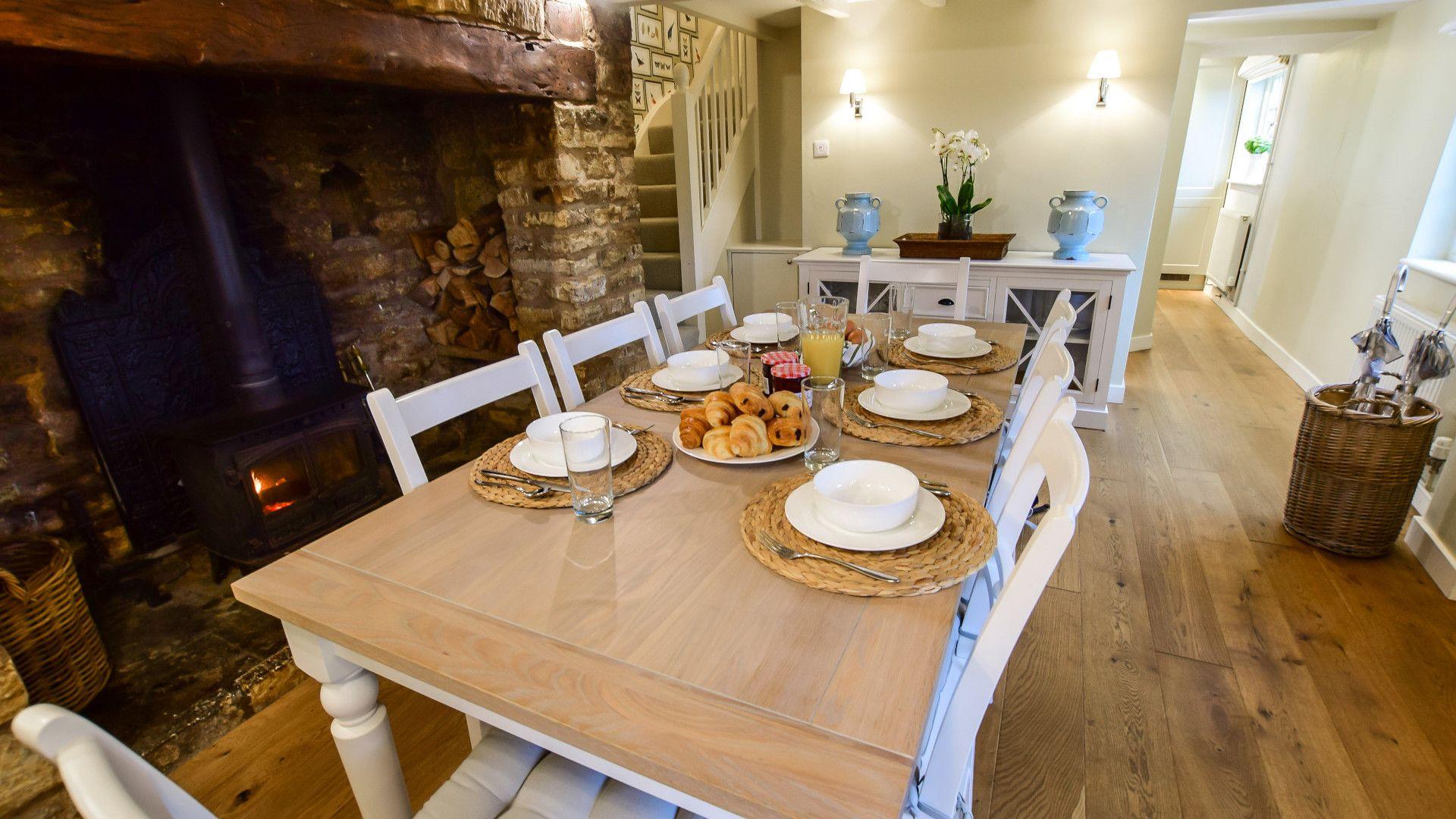 Dining area, Thatch Cottage, Bolthole Retreats