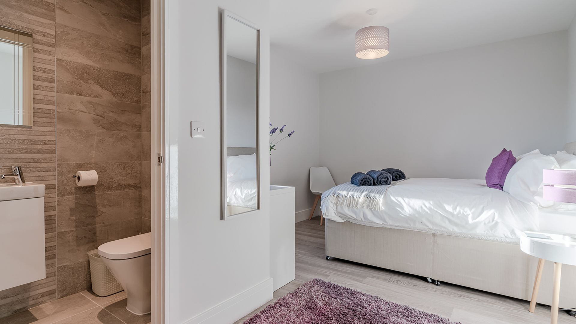 Bedroom, downstairs with en-suite, Rowan House, Bolthole Retreats