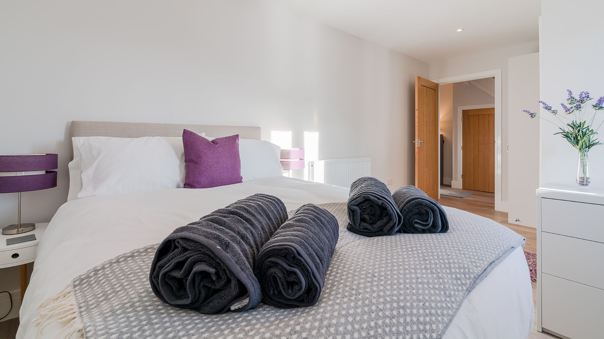Bedroom 1, downstairs with en-suite, Rowan House, Bolthole Retreats