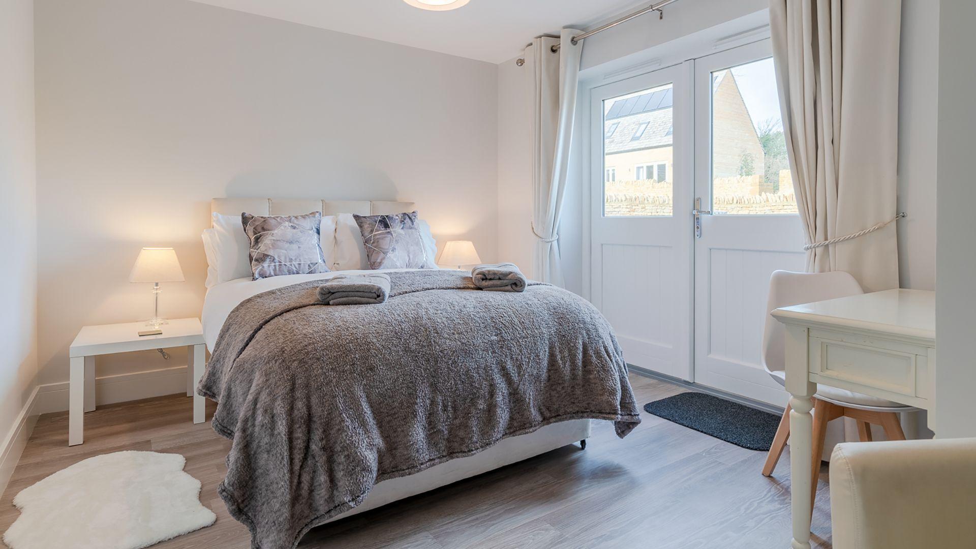 Bedroom 2, downstairs, Rowan House, Bolthole Retreats