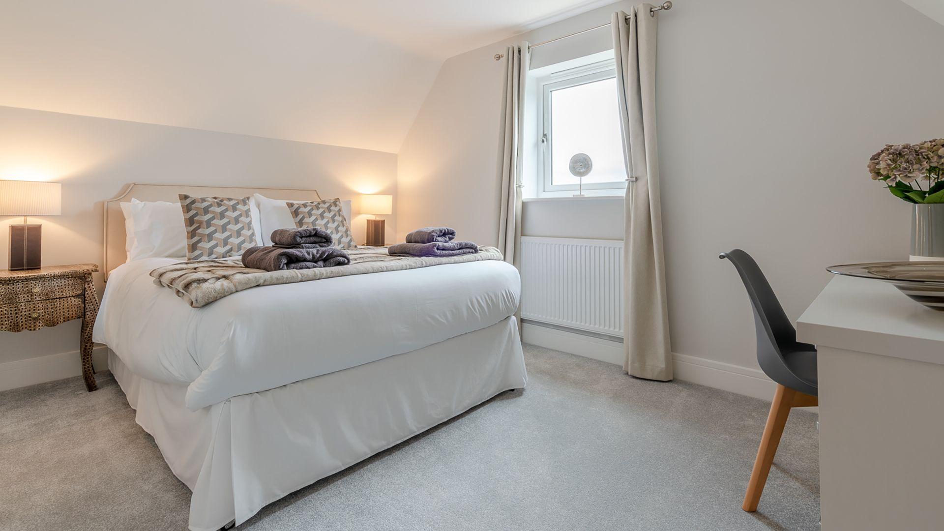 Bedroom 4, king-size, Poplar House, Bolthole Retreats