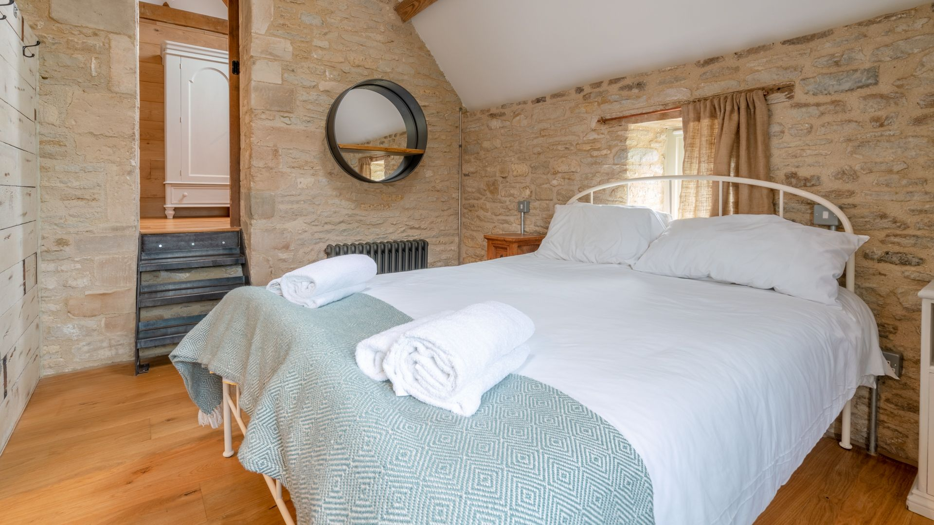 Bedroom 2, king-size, Middle Barn, Bolthole Retreats