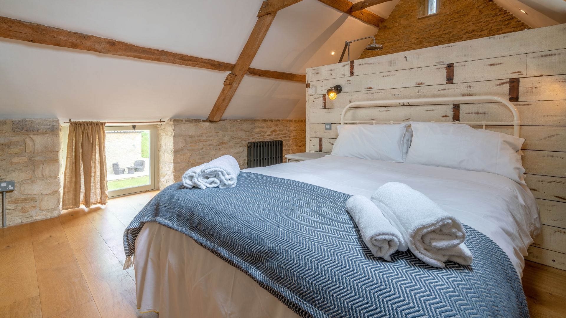 Master bedroom, Middle Barn, Bolthole Retreats