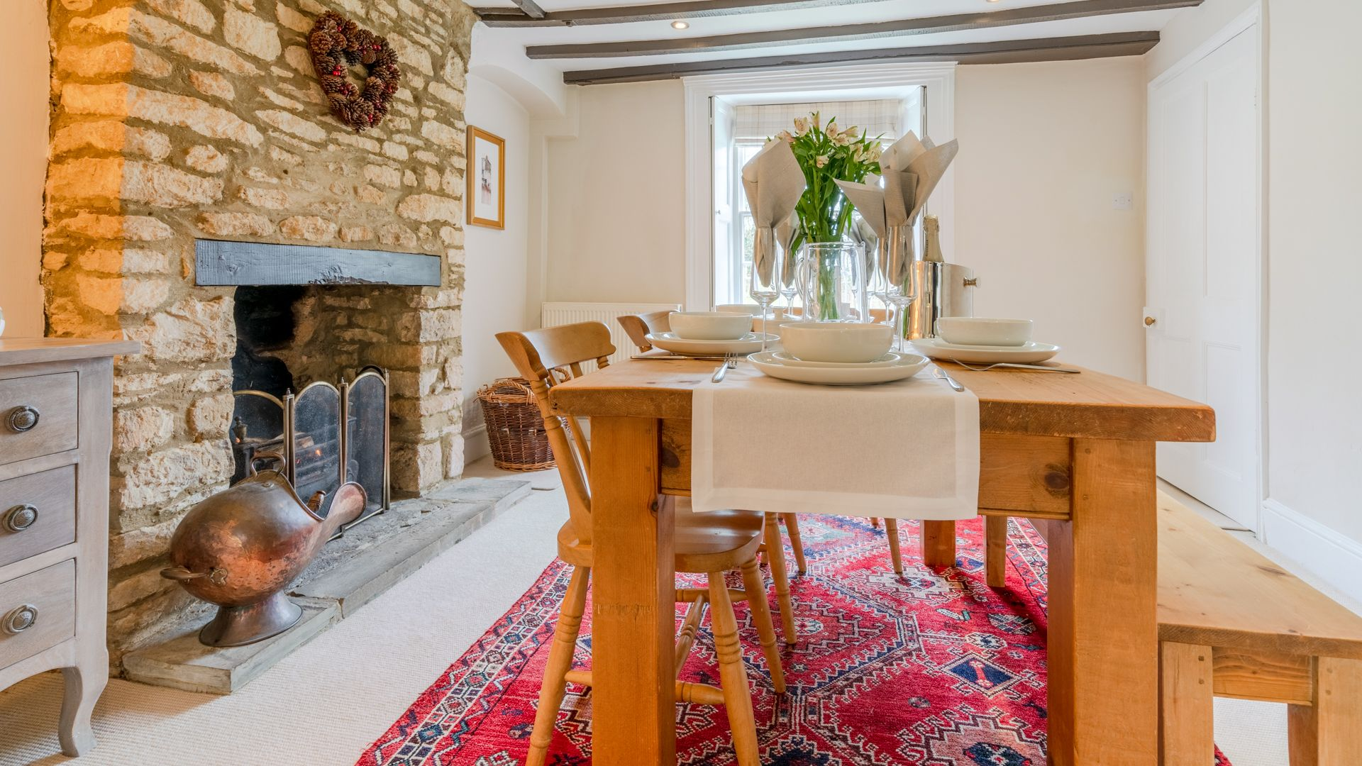 Dining area, Woodbine Cottage Bolthole Retreats