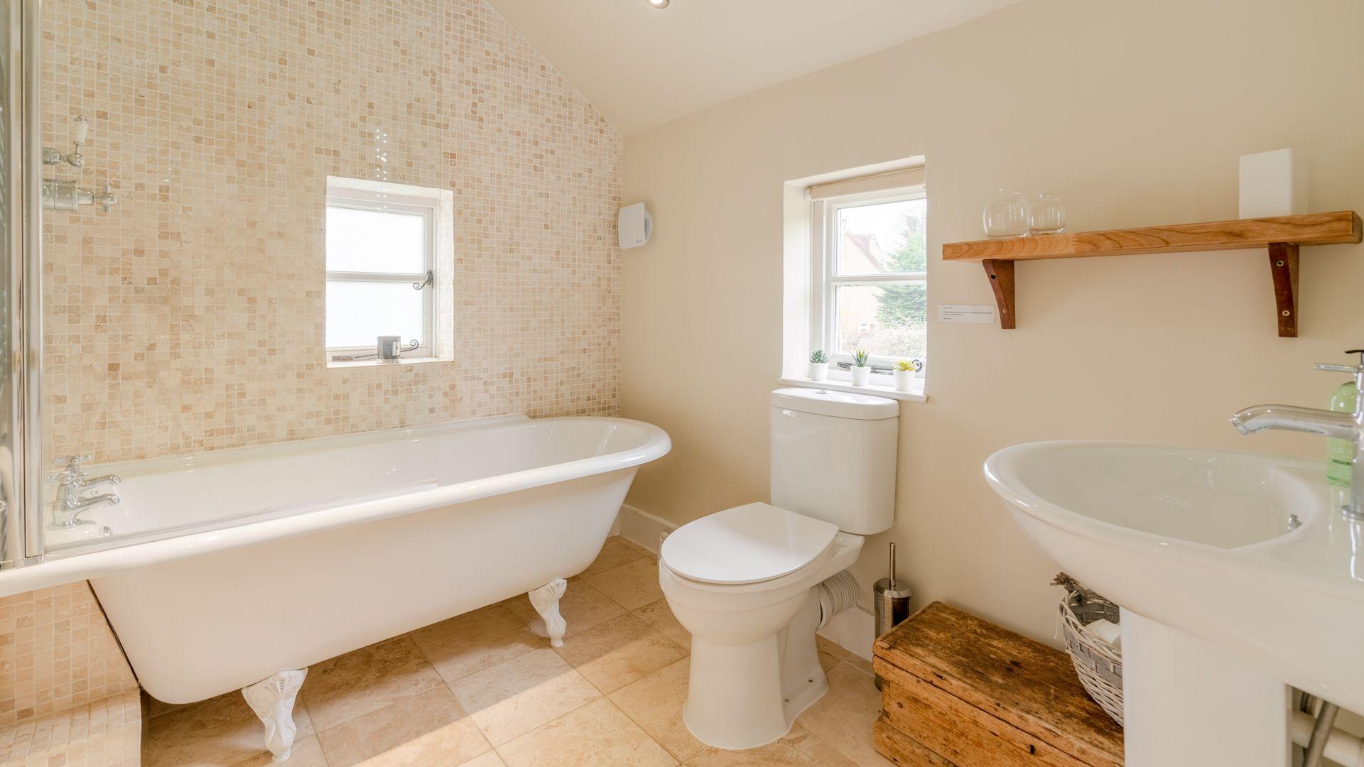 Family bathroom, Woodbine Cottage Bolthole Retreats