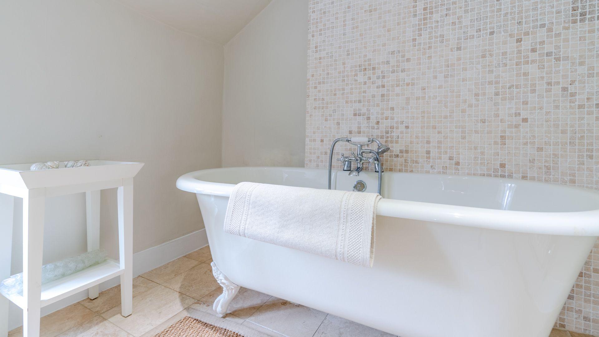 Family bathroom 1, Woodbine Cottage Bolthole Retreats