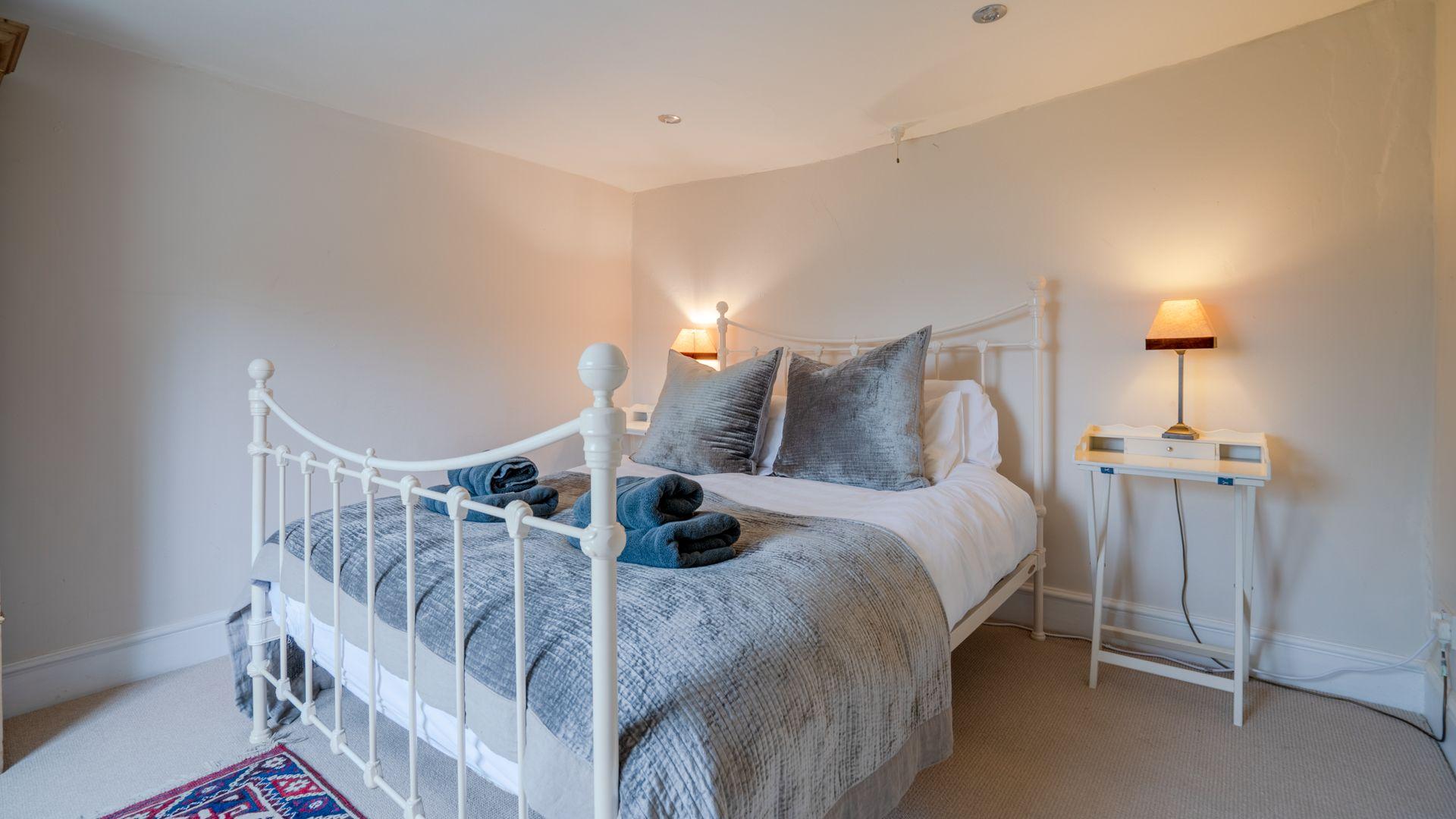Bedroom 1, Master, Woodbine Cottage Bolthole Retreats