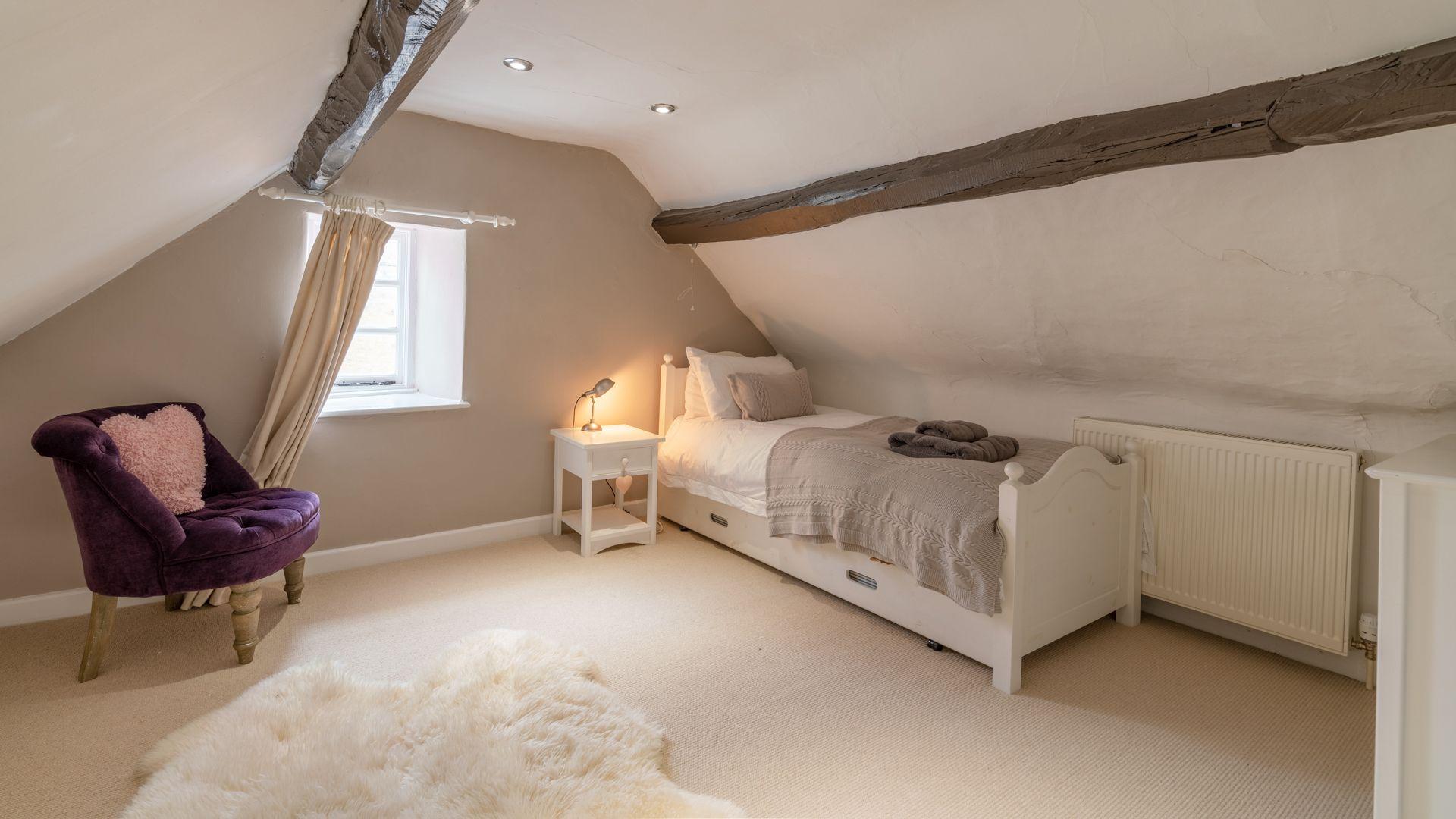 Bedroom 3, Woodbine Cottage Bolthole Retreats