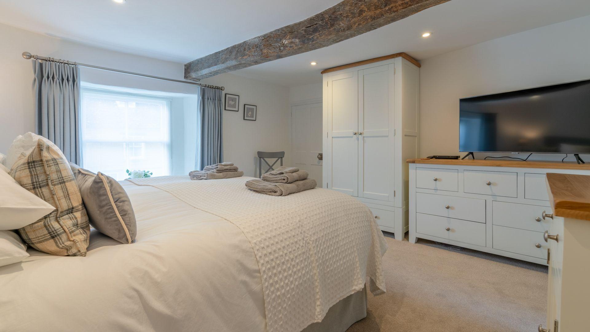Bedroom 1, Tachbrook, Bolthole Retreats