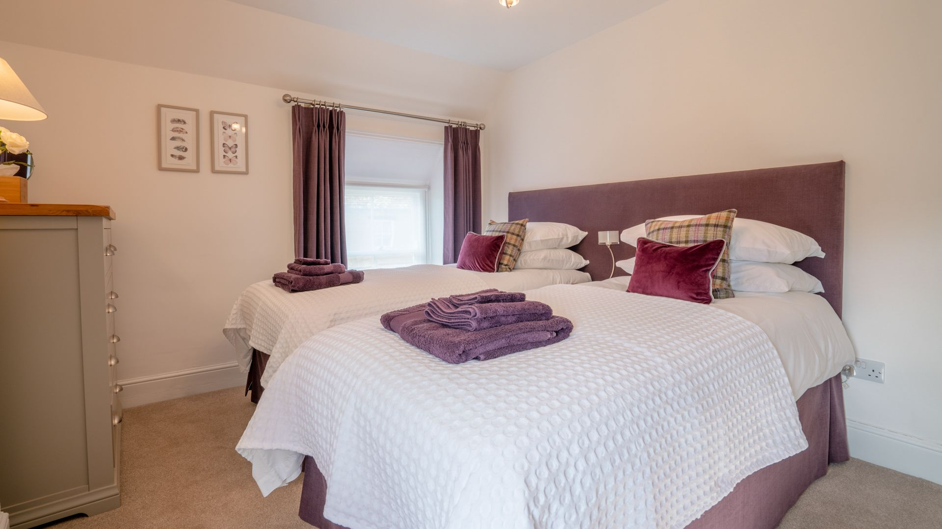 Bedroom 2, twin, Tachbrook, Bolthole Retreats