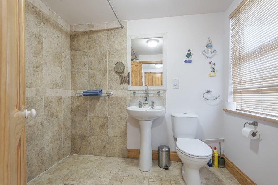 Foam Crest | Shower room