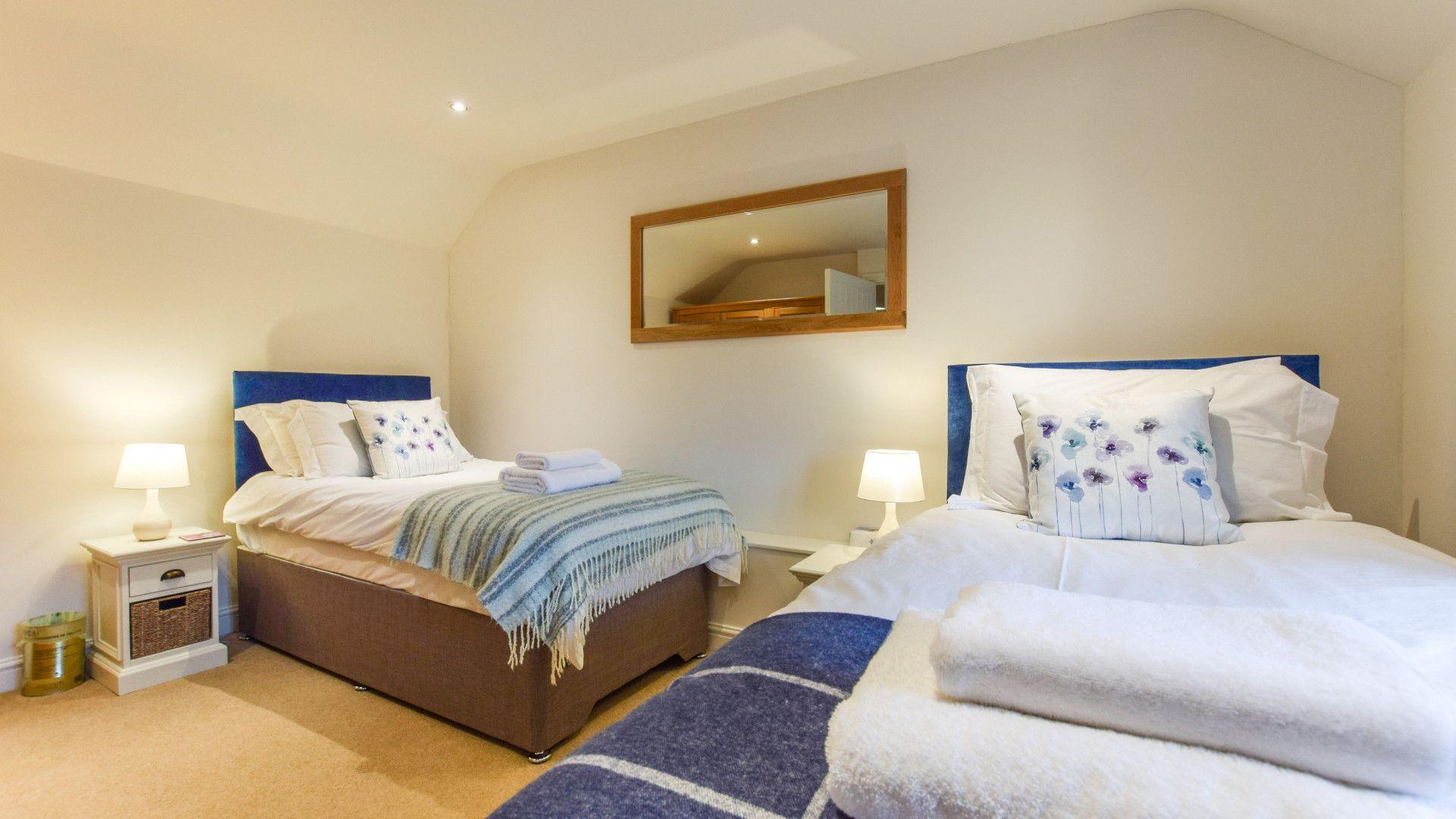 Bedroom 2, twin, The Barn, Bolthole Retreats