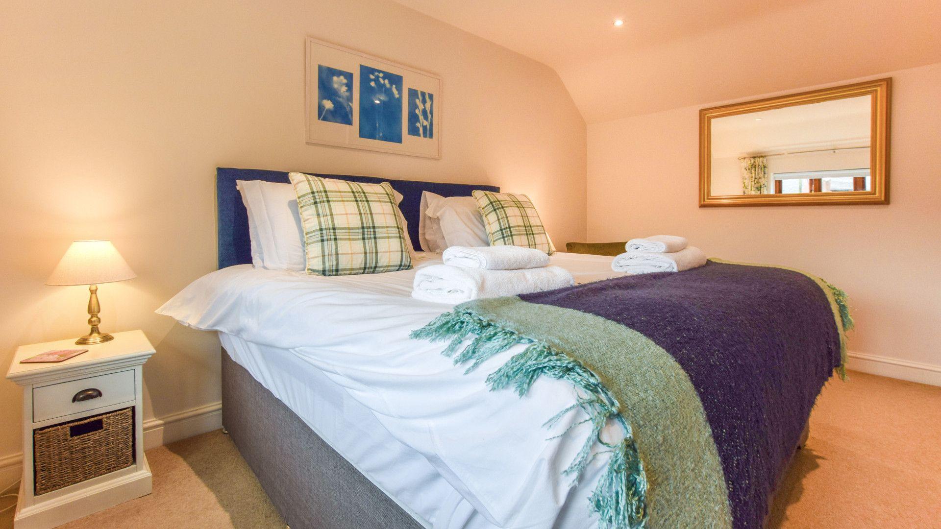 Bedroom 1, double, The Barn, Bolthole Retreats