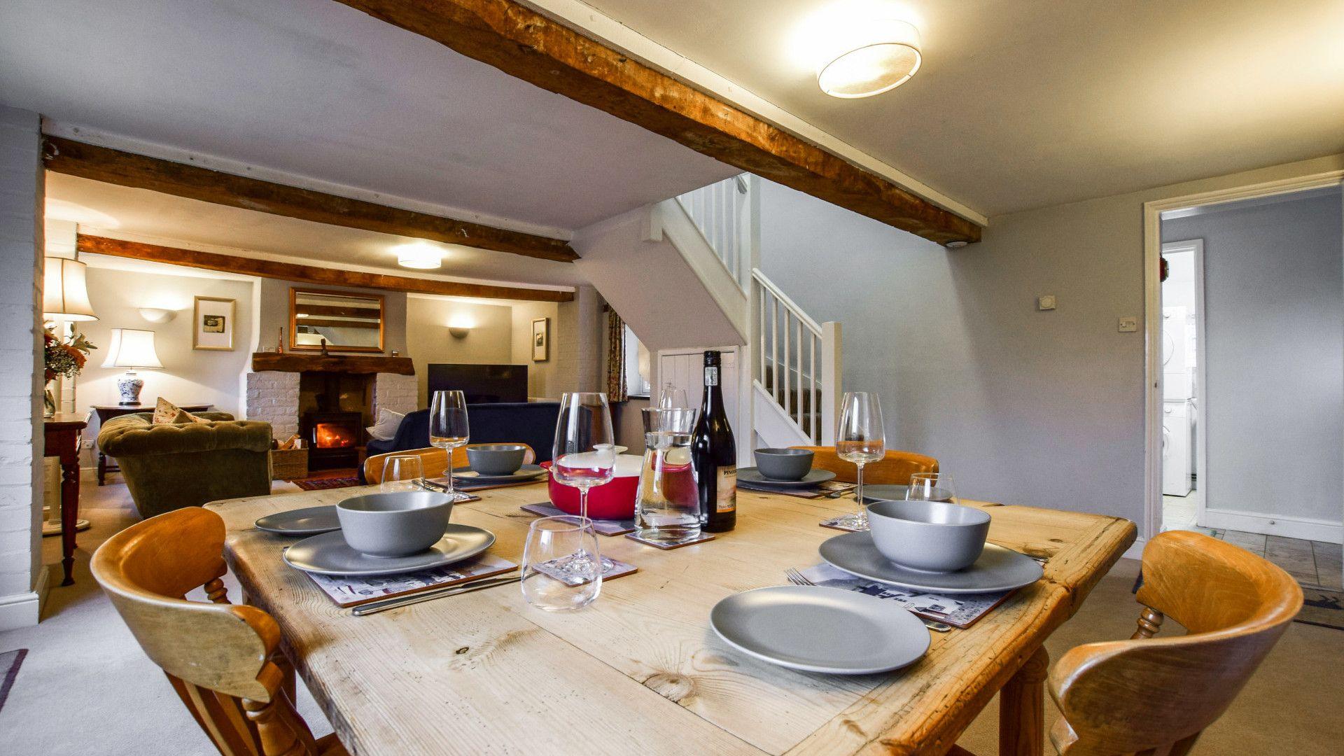 Dining area, Granary at Hunt Court, Bolthole Retreats