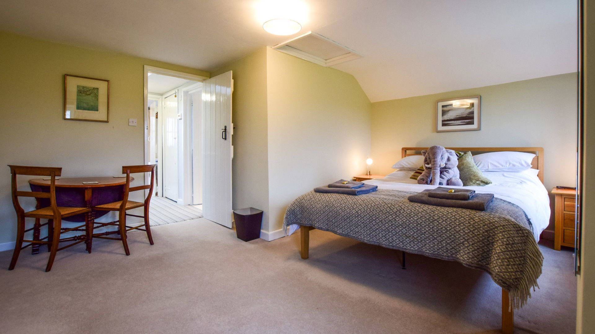 Bedroom 1, Granary at Hunt Court, Bolthole Retreats