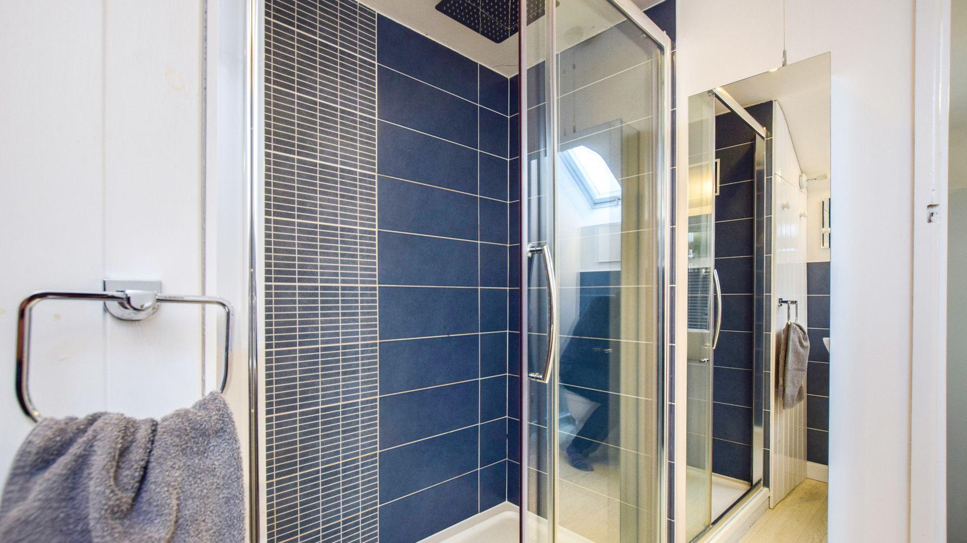 Shower room, Granary at Hunt Court, Bolthole Retreats