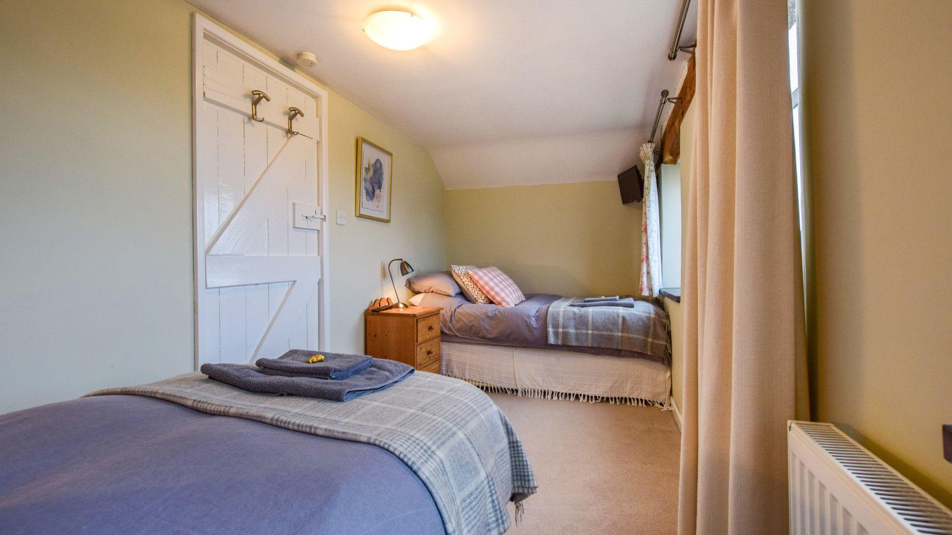 Bedroom 2, Granary at Hunt Court, Bolthole Retreats