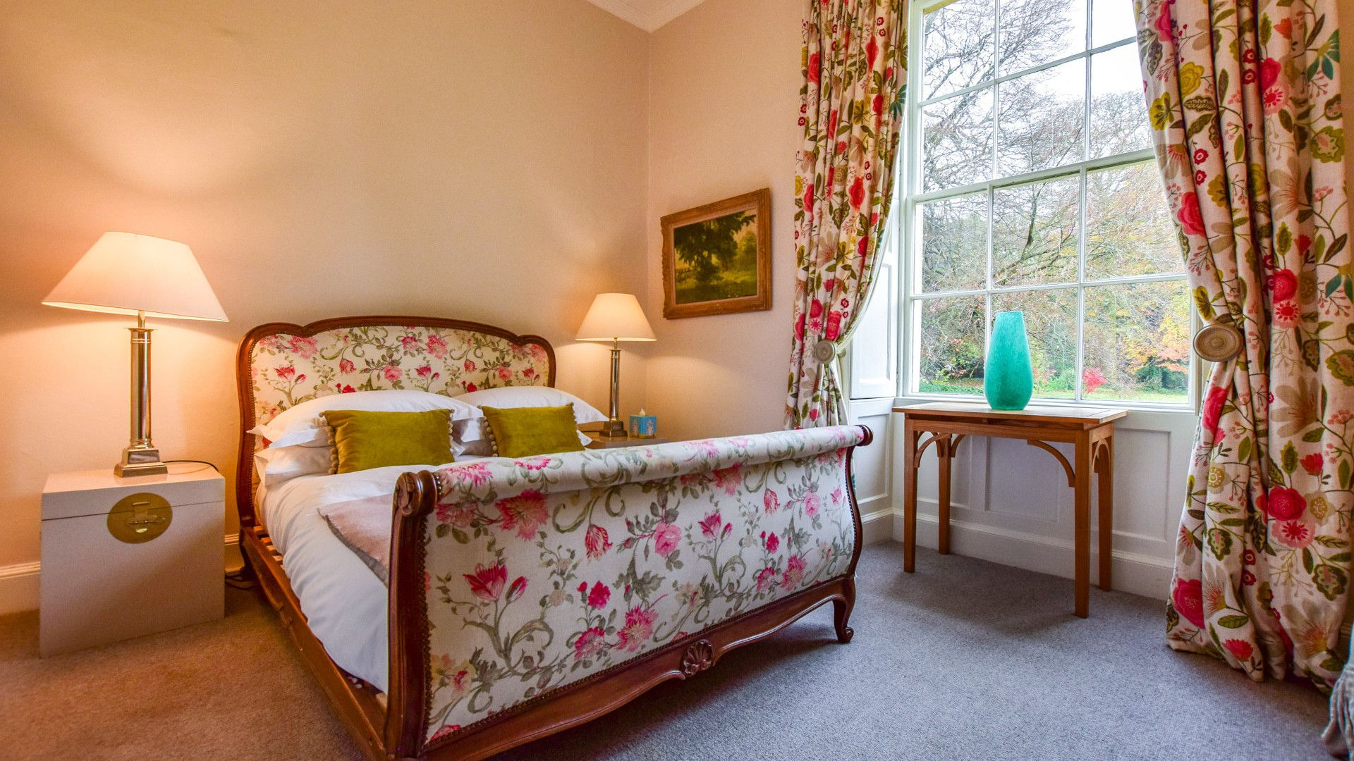 Bedroom Nine, Kingscote Park House, Bolthole Retreats