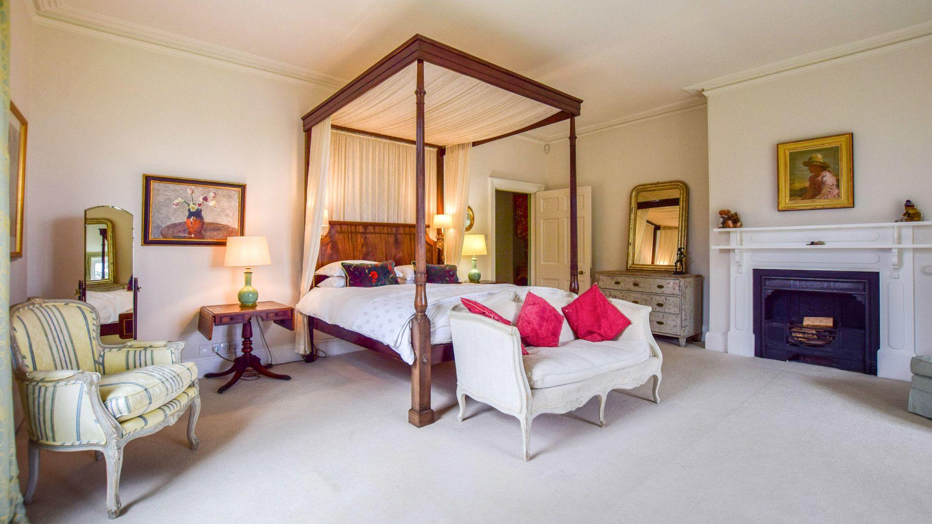 Bedroom Five-Master, Kingscote Park House, Bolthole Retreats