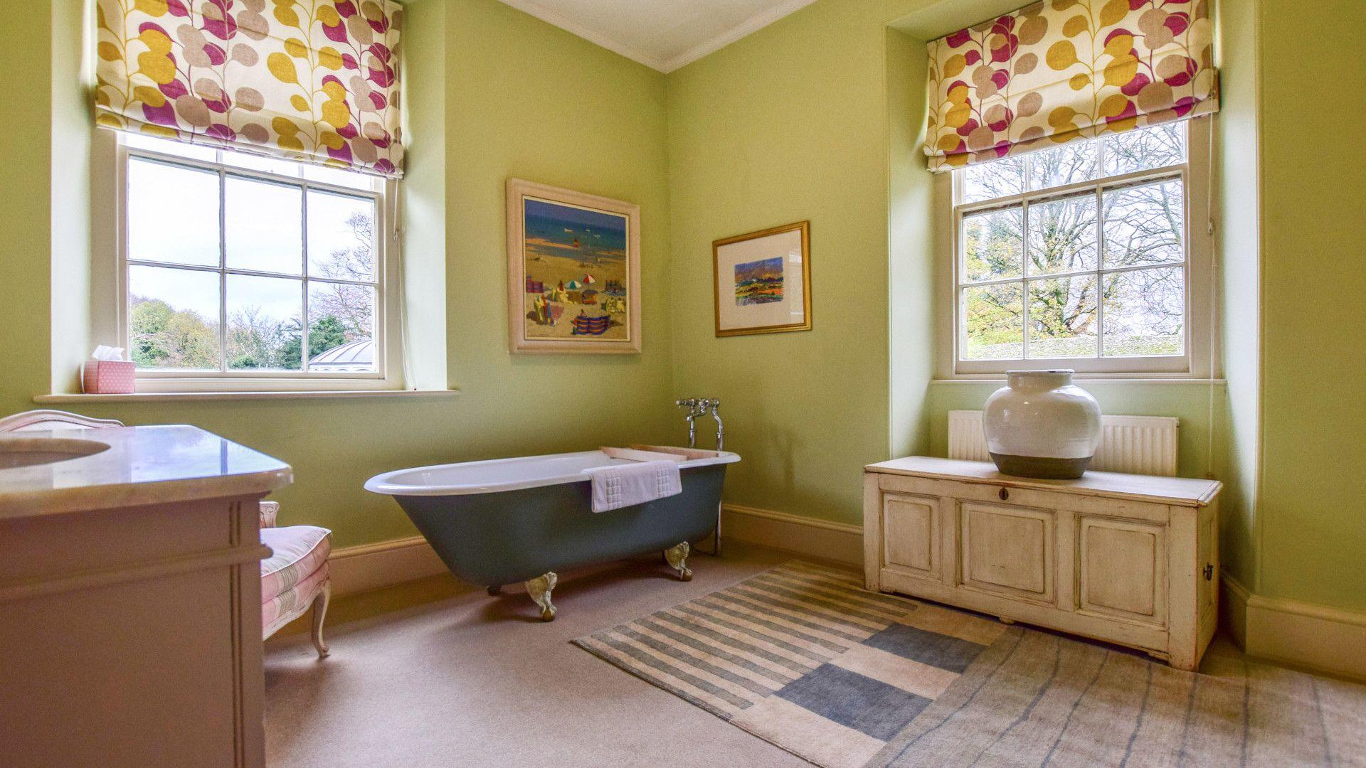 Family Bathroom, Kingscote Park House, Bolthole Retreats