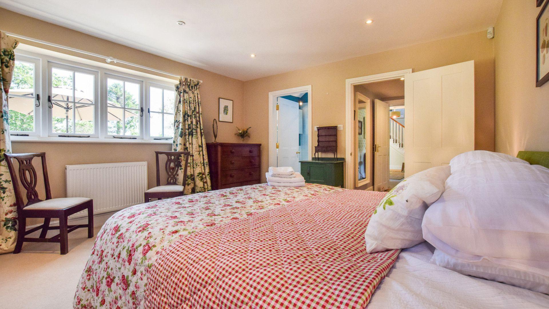 Bedroom 5 with en-suite, Old Manse, Bolthole Retreats