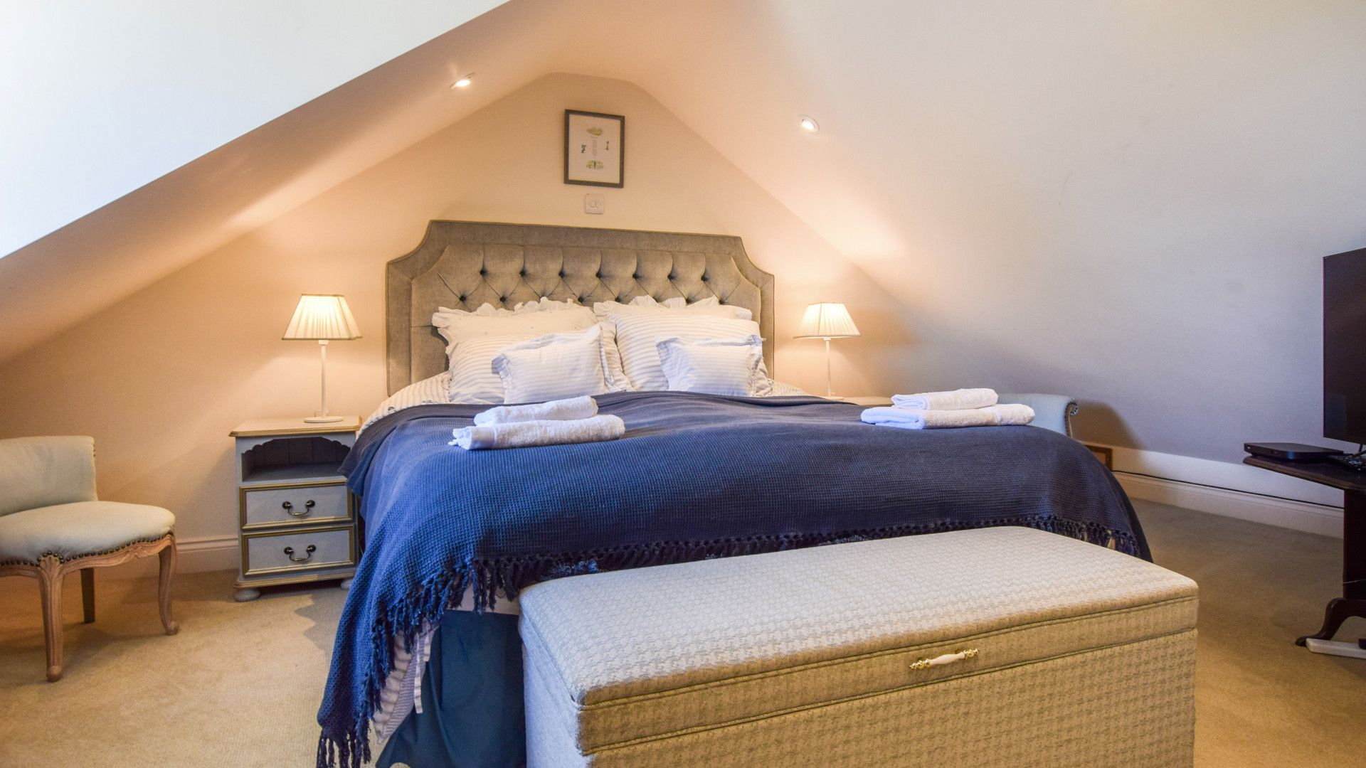 Bedroom 1 with en-suite, Old Manse, Bolthole Retreats