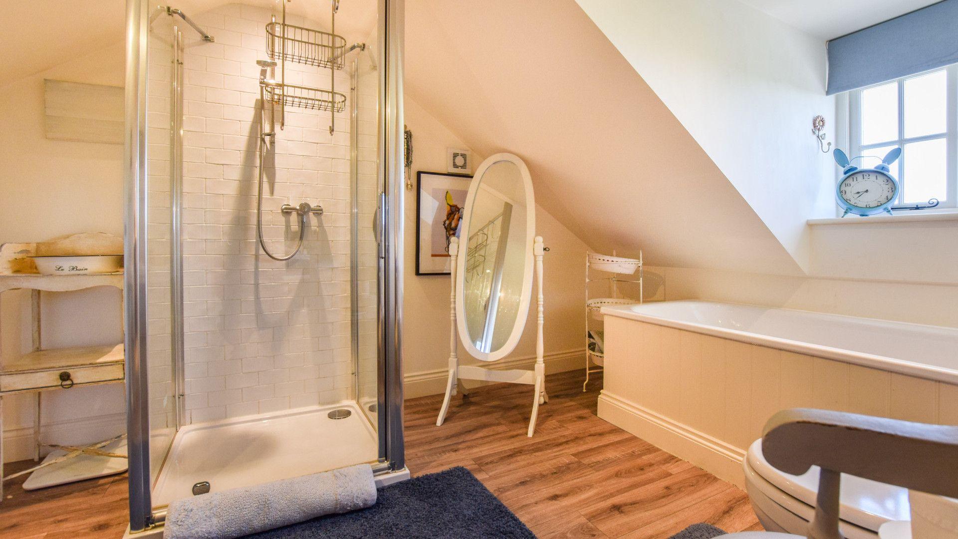 Bedroom 1 en-suite, Old Manse, Bolthole Retreats