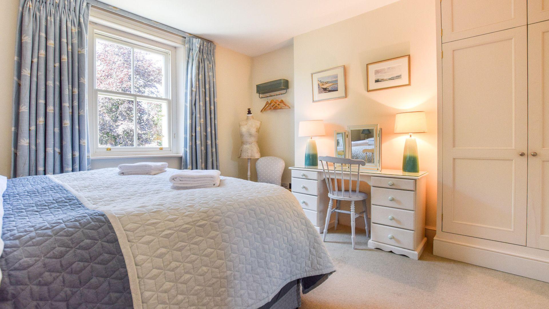 Bedroom 2 with en-suite, Old Manse, Bolthole Retreats