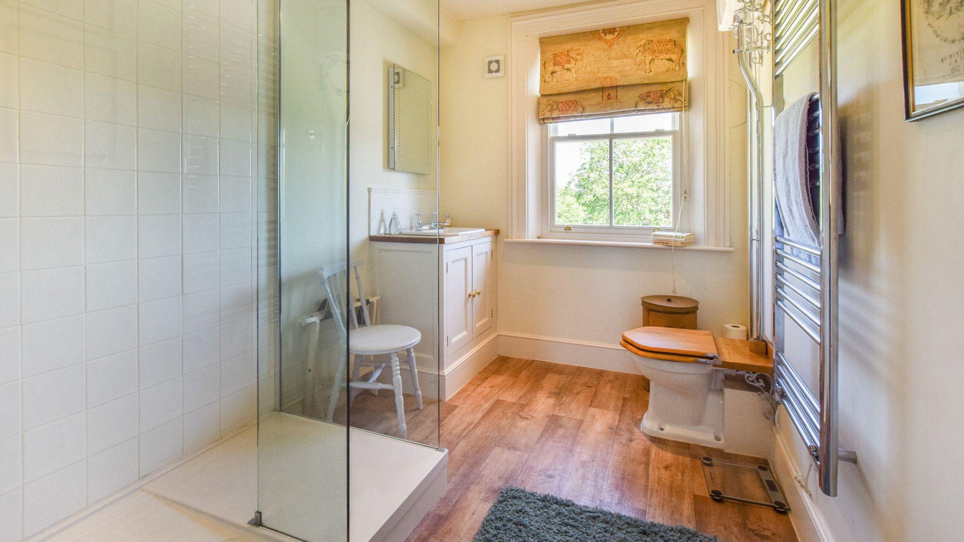 Bedroom 2 en-suite, Old Manse, Bolthole Retreats