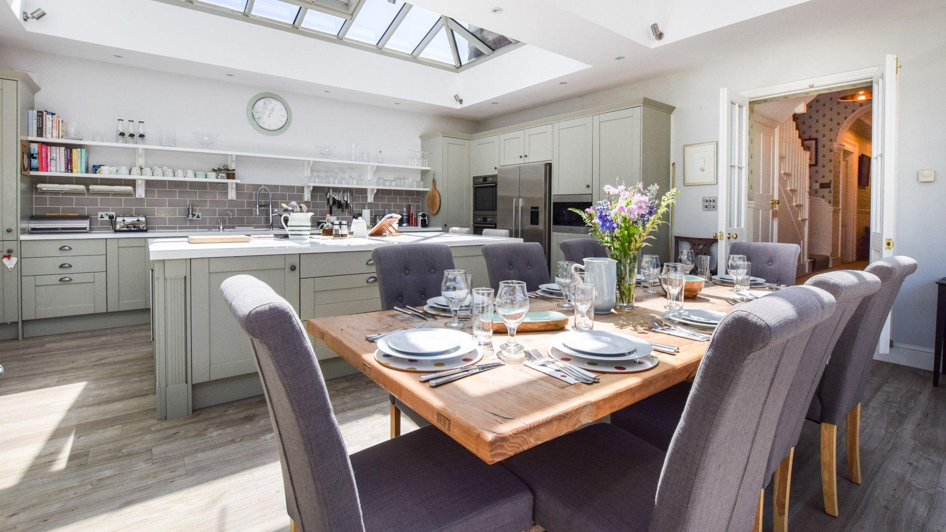 Kitchen & dining area, Old Manse, Bolthole Retreats